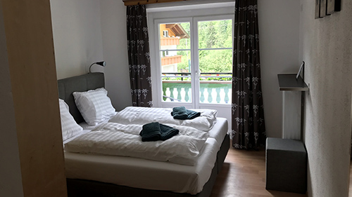 2-persoonskamer met balkon doppelzimmer mit balkon double room with balcony